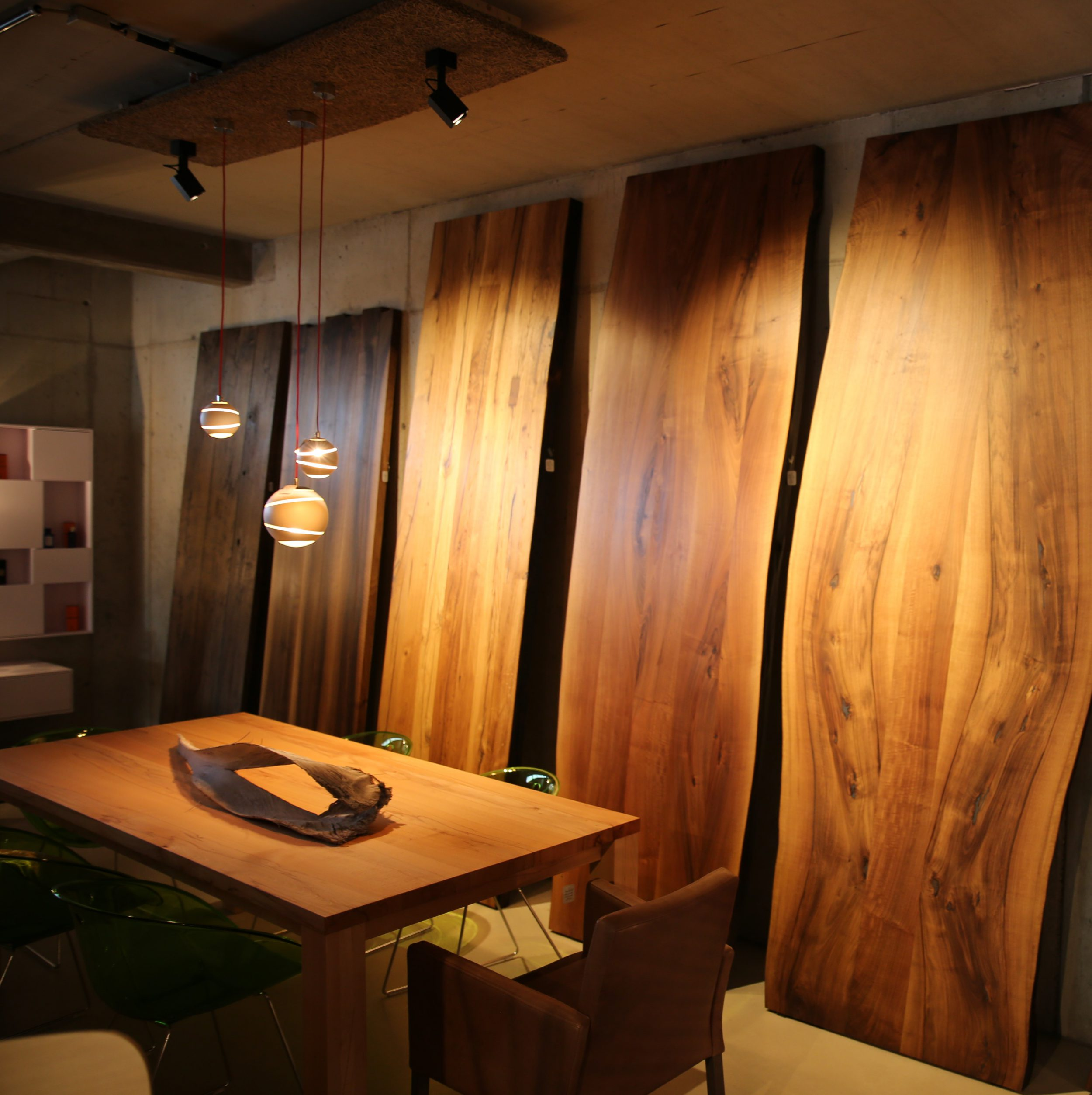 hochwertig verarbeitete Tischplatten aus Massivholz